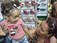 "The 11th National ""Art for Mothers"" Crafts Fair, which exhibits the resources of the Cuban Cultural Goods Fund (CCGF) at the capital's Pabexpo exhibition ground, has something to offer for everyone."