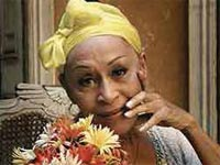Omara Portuondo no longer dances like she did during the early days of her career, but at 85 years of age, a few rhythmical steps and her extraordinary, clear and strong voice are enough for her to triumph on any stage.
