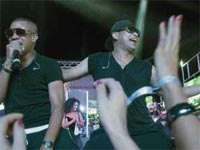 With their unique mastery of the stage, their combination of low and high-pitched voices and music that has nothing to do with the vulgarity often associated with reggaeton, Gente de Zona, having attained international acclaim, launched their first Cuban tour at the end of February.