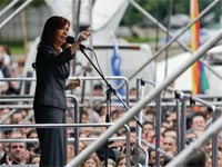 Former Argentinean President Cristina Fernández as broken the silence by reappearing on the public scene, where she stirred up the politics, gave strength to er supporters, worried the ruling party, revived the opposition and launched the idea of the need for a People's Front.